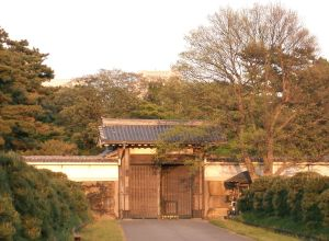 The Hanzômon Gate in the 2007. (Photo courtesy of Japanese Wikipedia)